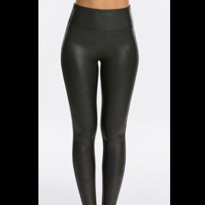 SPANX Faux Leather Leggings.NWT.Size Med Petite